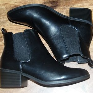 Womens Ellie Chelsea Boots